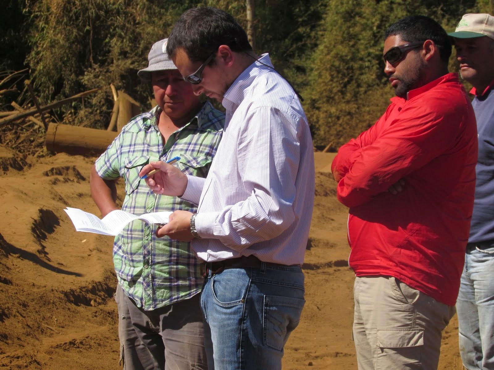 Representante de la Forestal Arauco-Valdivia, recibe carta de los Comuneros Mapuches de Lumaco