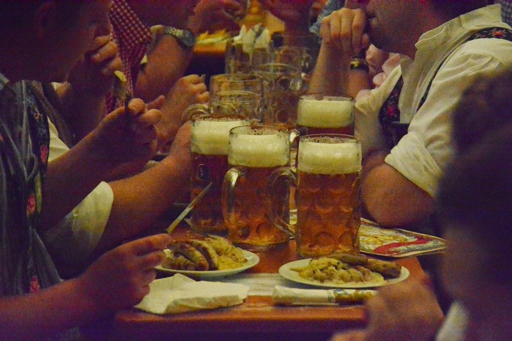 Oktoberfest Munchen 2014 cheers