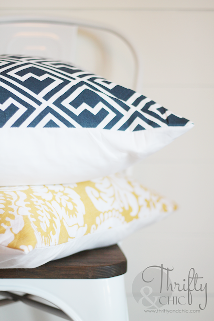 The secret to making 5 minute pillow covers, sewing only 4 lines with continuous thread!