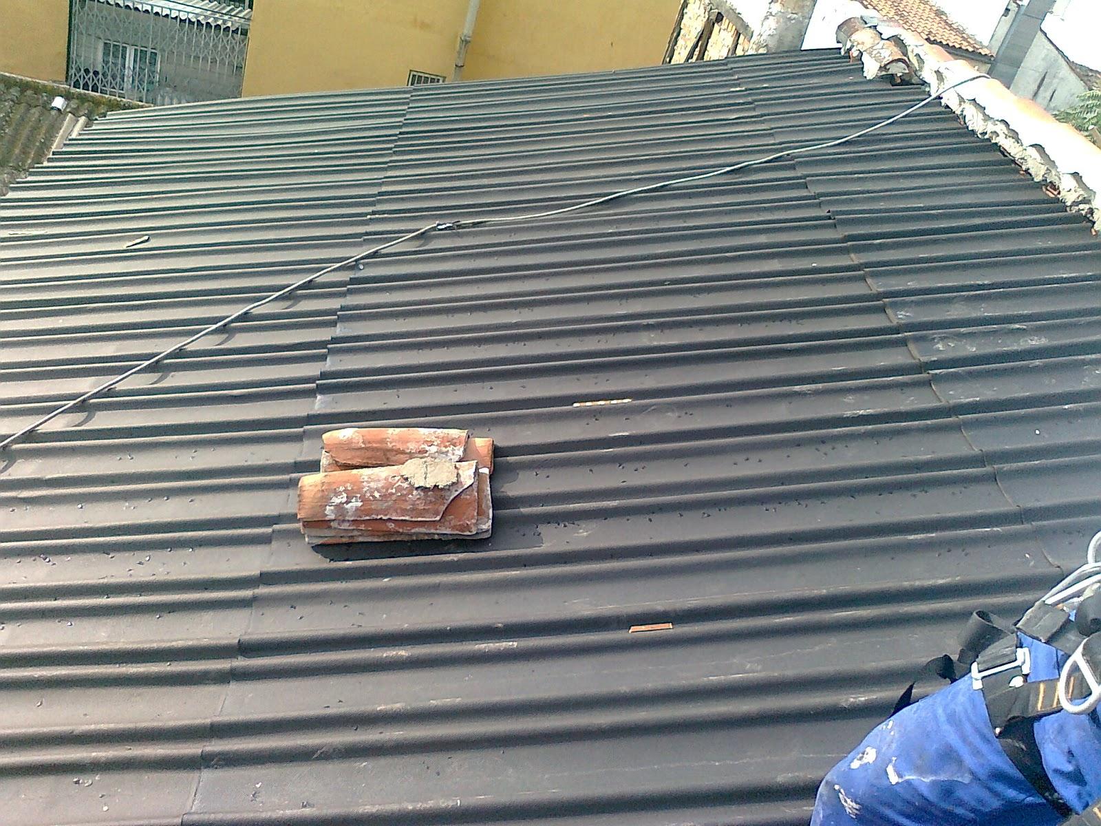 Foto de reparar de tejado en madrid trabajos en vertical for Reparar tejados de madera