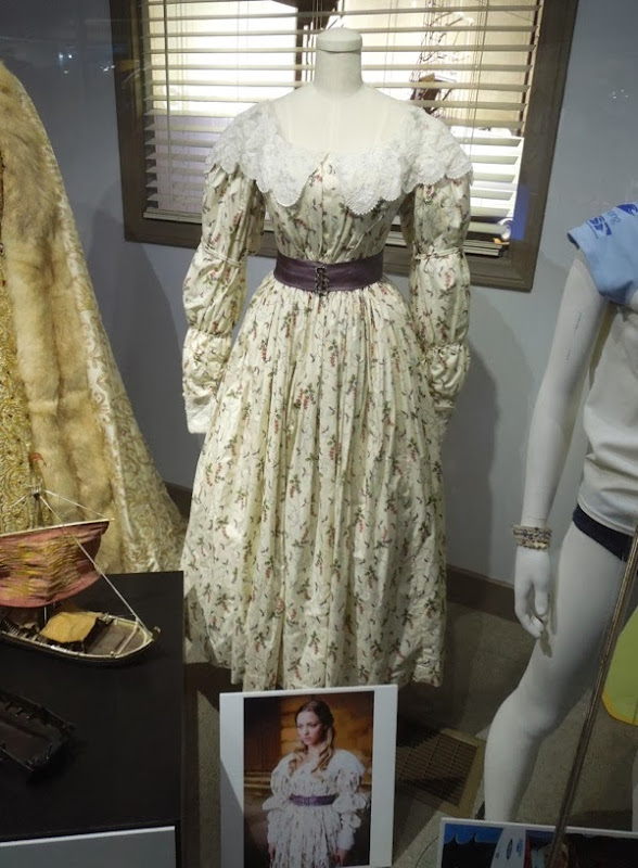 Amanda Seyfried Les Misérables Cosette movie costume