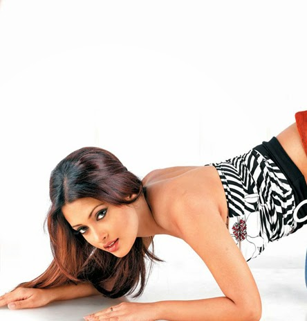 Riya Sen Latest Unseen Rare Hot Pics, Riya Sen looks very Sexy & Hot HD Pics