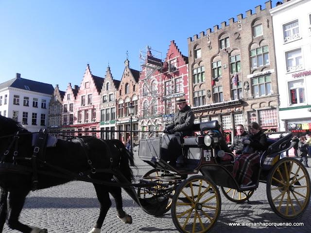 Charretes levam os visitantes por lindos passeios pela cidade. Até 4 pessoas sai por 39,00 euros