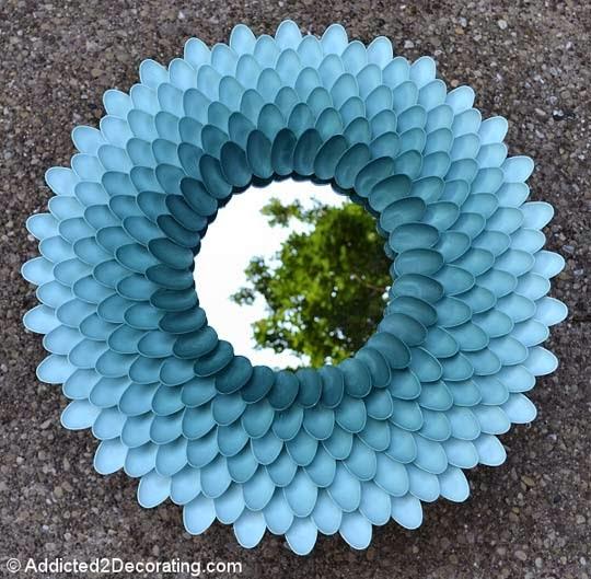 ديكور بملاعق البلاستيك