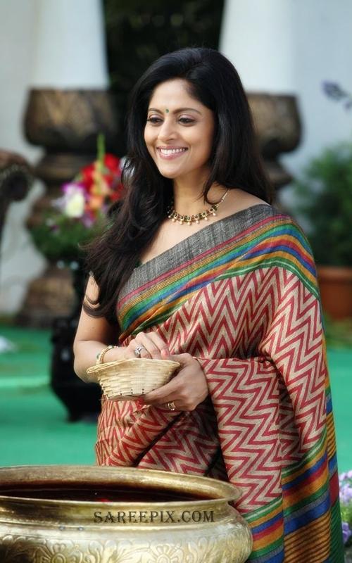 Nadhiya-saree-photo-Mirchi-movie
