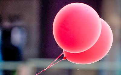pink-balls-2560x1600