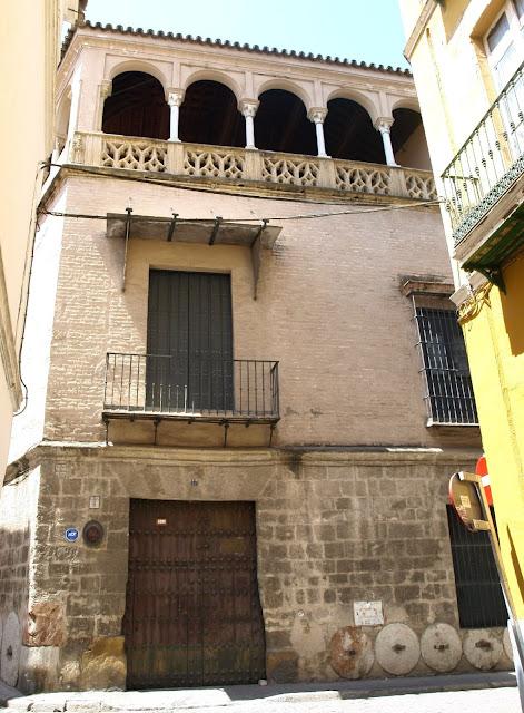 Sevilla daily photo la casa de los pinelo 1 la historia - La casa de los uniformes sevilla ...