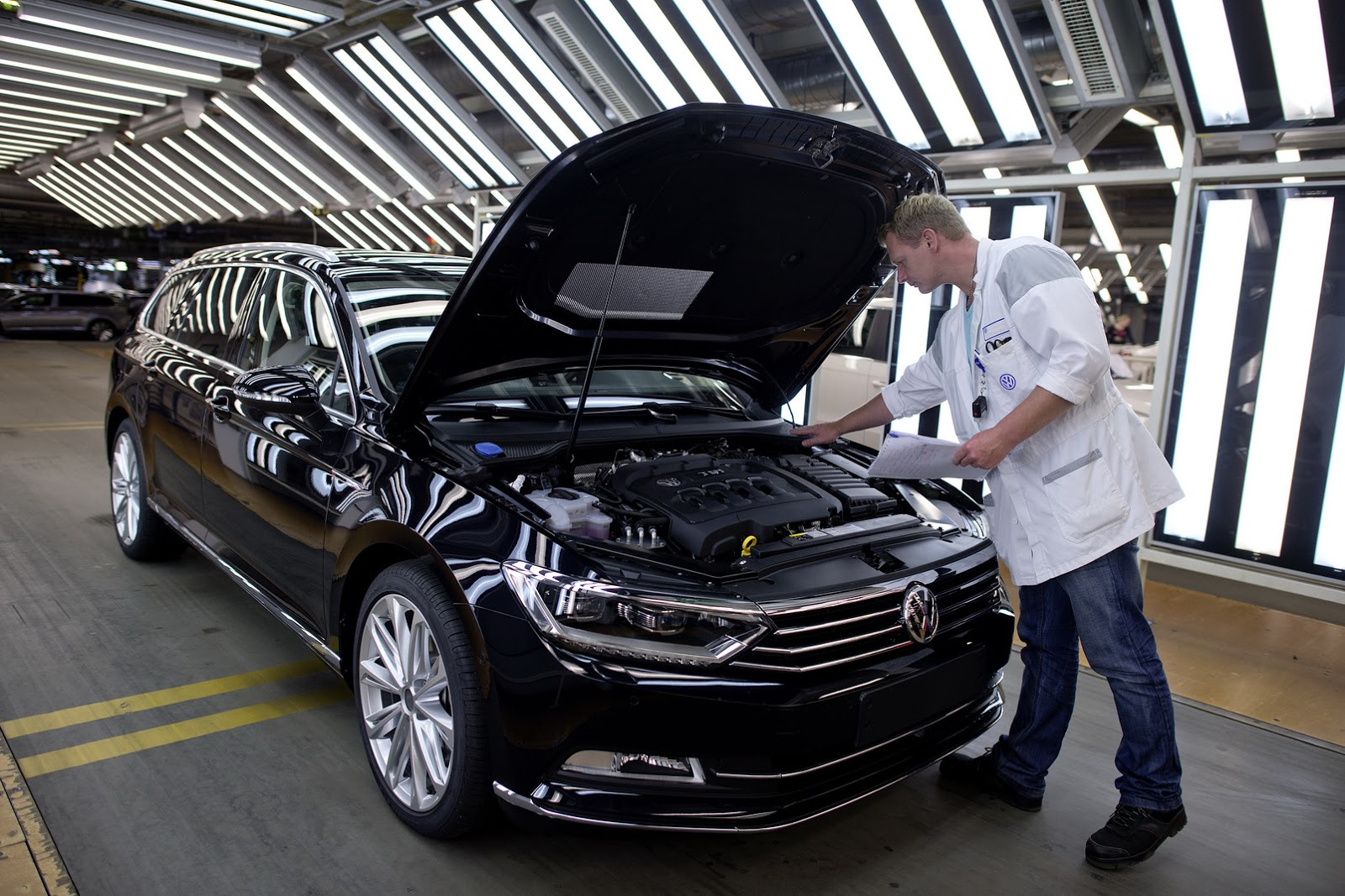 VW Confirms New Passat Alltrack for Next Year
