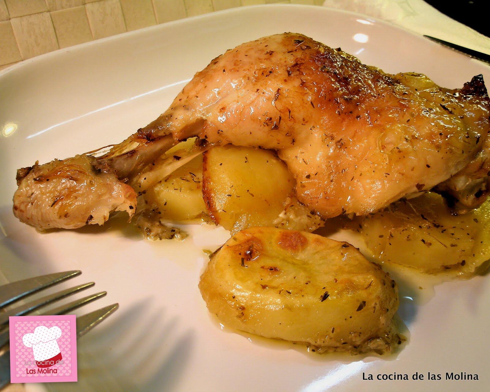 La cocina de las Molina: Muslos de pollo al horno sobre cama de patatas