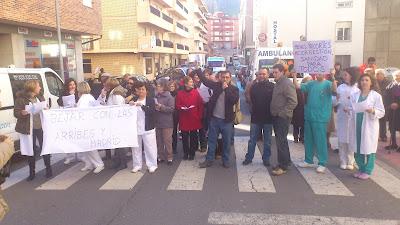 Protestas a las puertas del hospital Virgen del Castañar