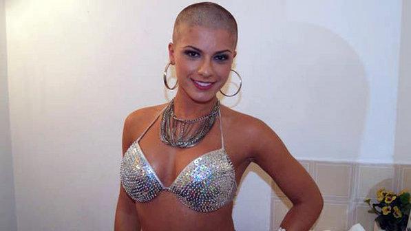 Playboy' faz enquete sobre ensaio com panicat Babi Rossi Careca