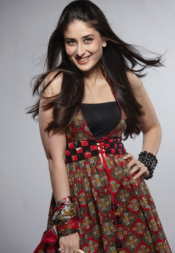 http://1.bp.blogspot.com/-Xtxv-SSpHxI/TVvl_eTedpI/AAAAAAAANQE/pszWDCDXBVA/s1600/Kareena-Kapoors-Hot-Latest-Wallpapers-8.jpg