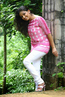 Muthu Tharanga white jeans
