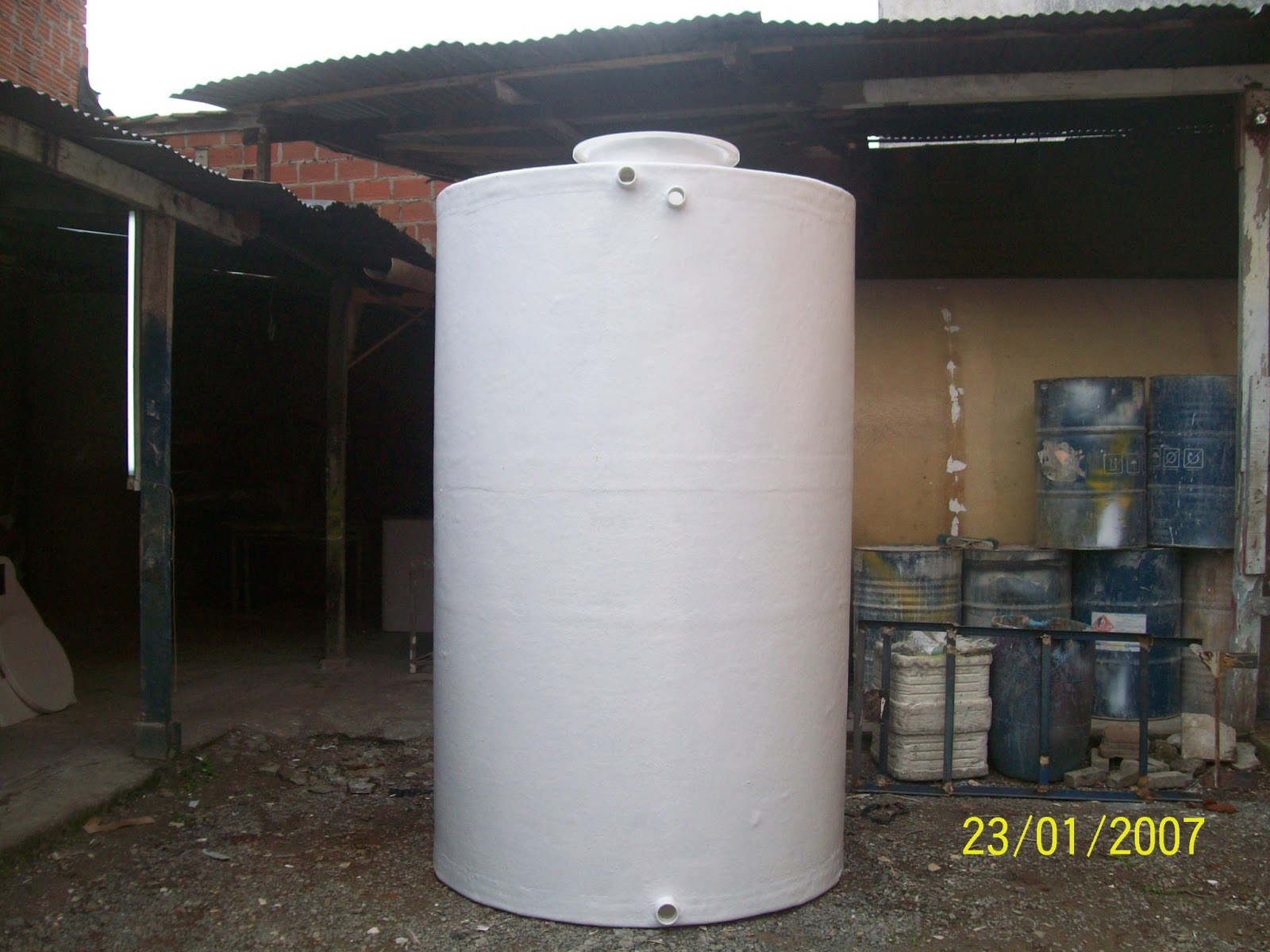 Tanques para almacenamiento de agua fibras waz for Estanque de agua 10000 litros precio