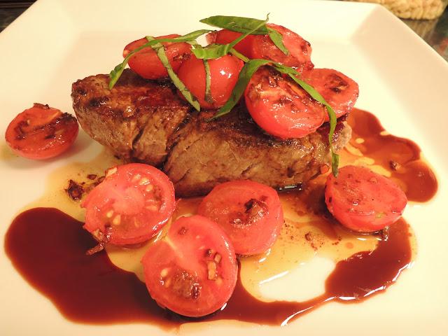 Stekt indrefilèt med lun, pikant tomatsalsa og balsamico