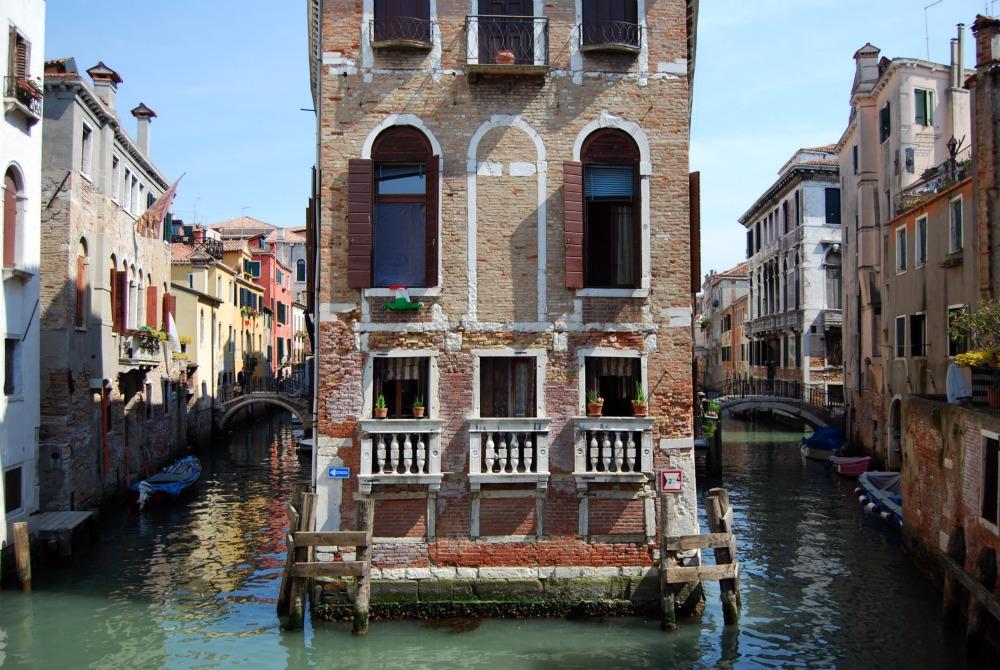 Strana casa a venezia for Piani di casa con vista sull acqua