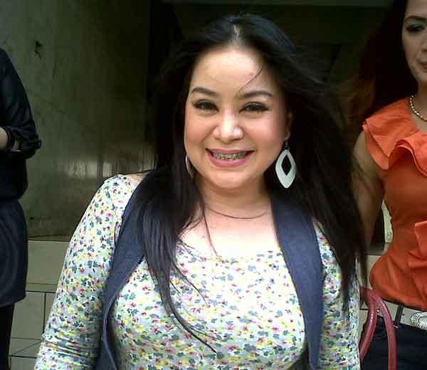 Berikut Foto Foto Cantik Annisa Bahar