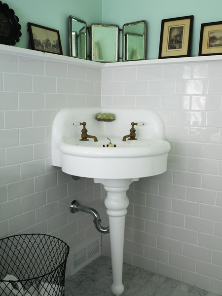 Vintage Farmhouse Farmhouse Bathroom