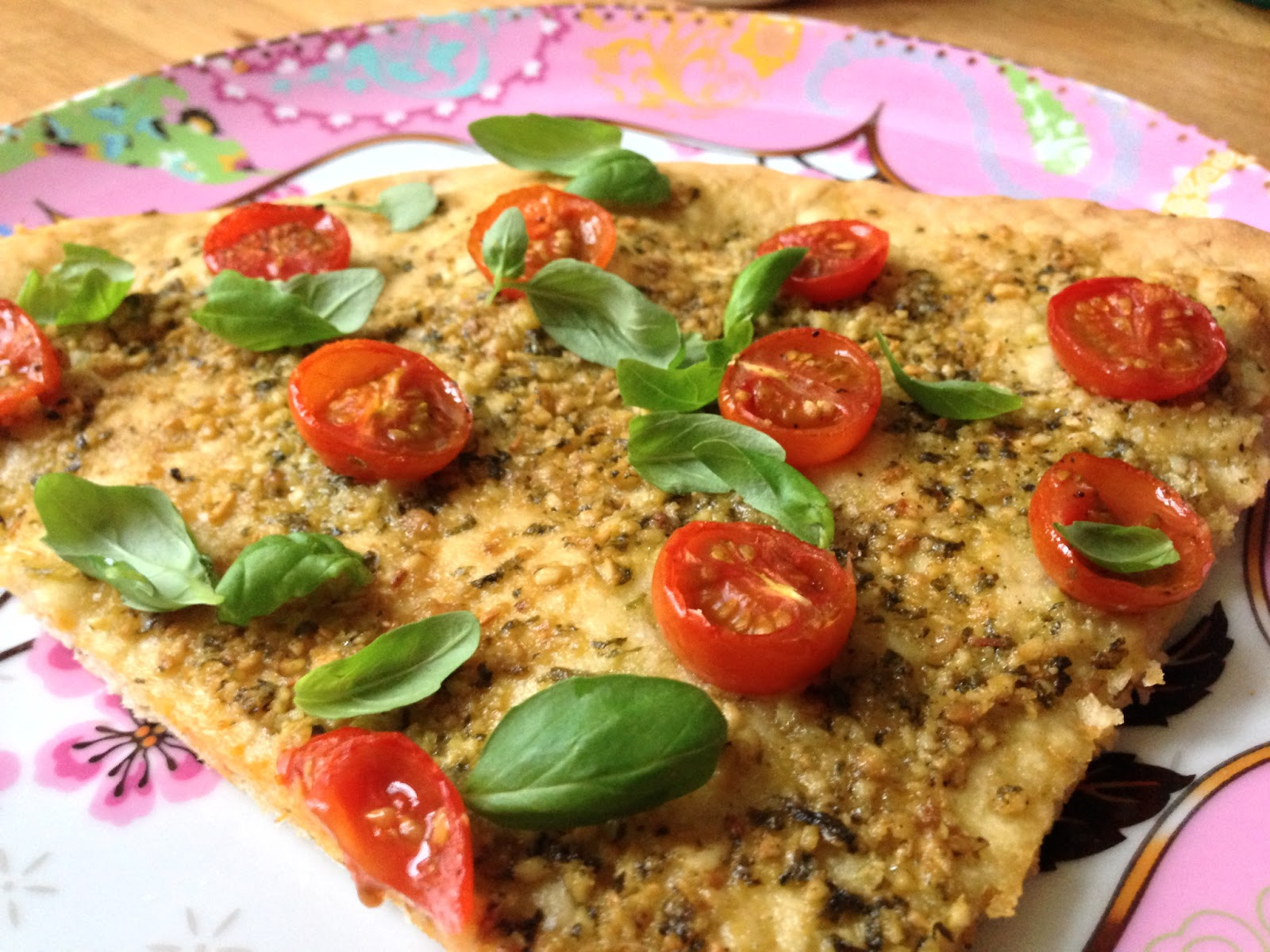 passion....: Vegan spelt pizza with basil pesto and cherry tomatoes