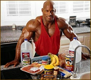 https://mastermuscle.files.wordpress.com/2012/08/bodybuilder-and-food.jpg