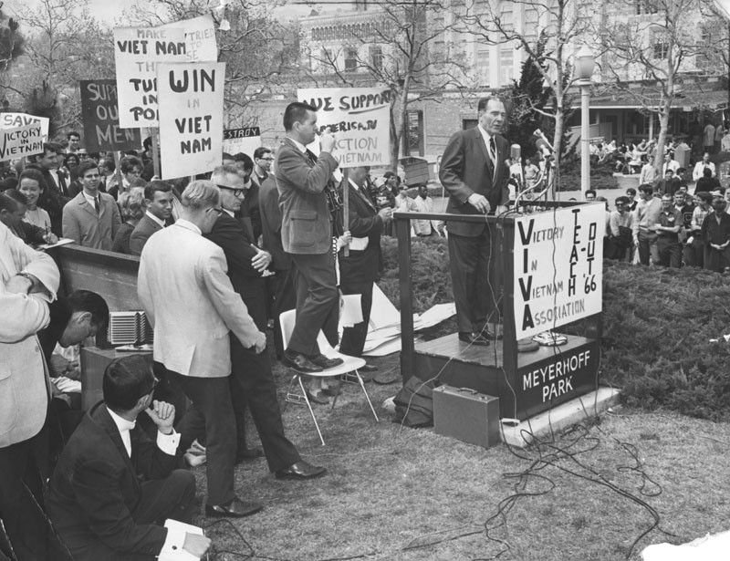 opponents of war in the vietnam The vietnam war had its beginnings at the end of world war ii the outbreak of the war began when a french colony named indochina, which included vietnam, laos and.