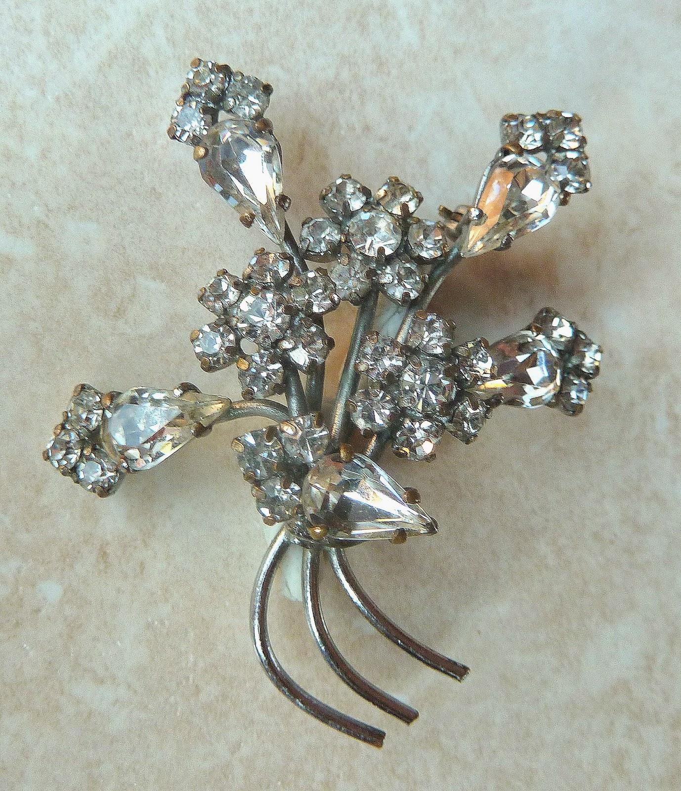 http://www.kcavintagegems.uk/vintage-clear-rhinestone-floral-spray-brooch-337-p.asp