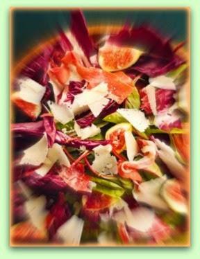 Salada de figo, radicchio e presunto parma