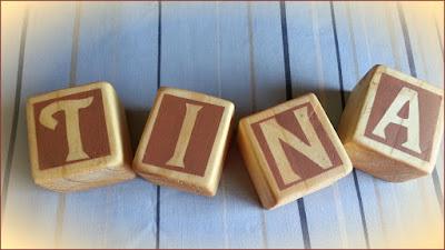 cubos de madera con letras