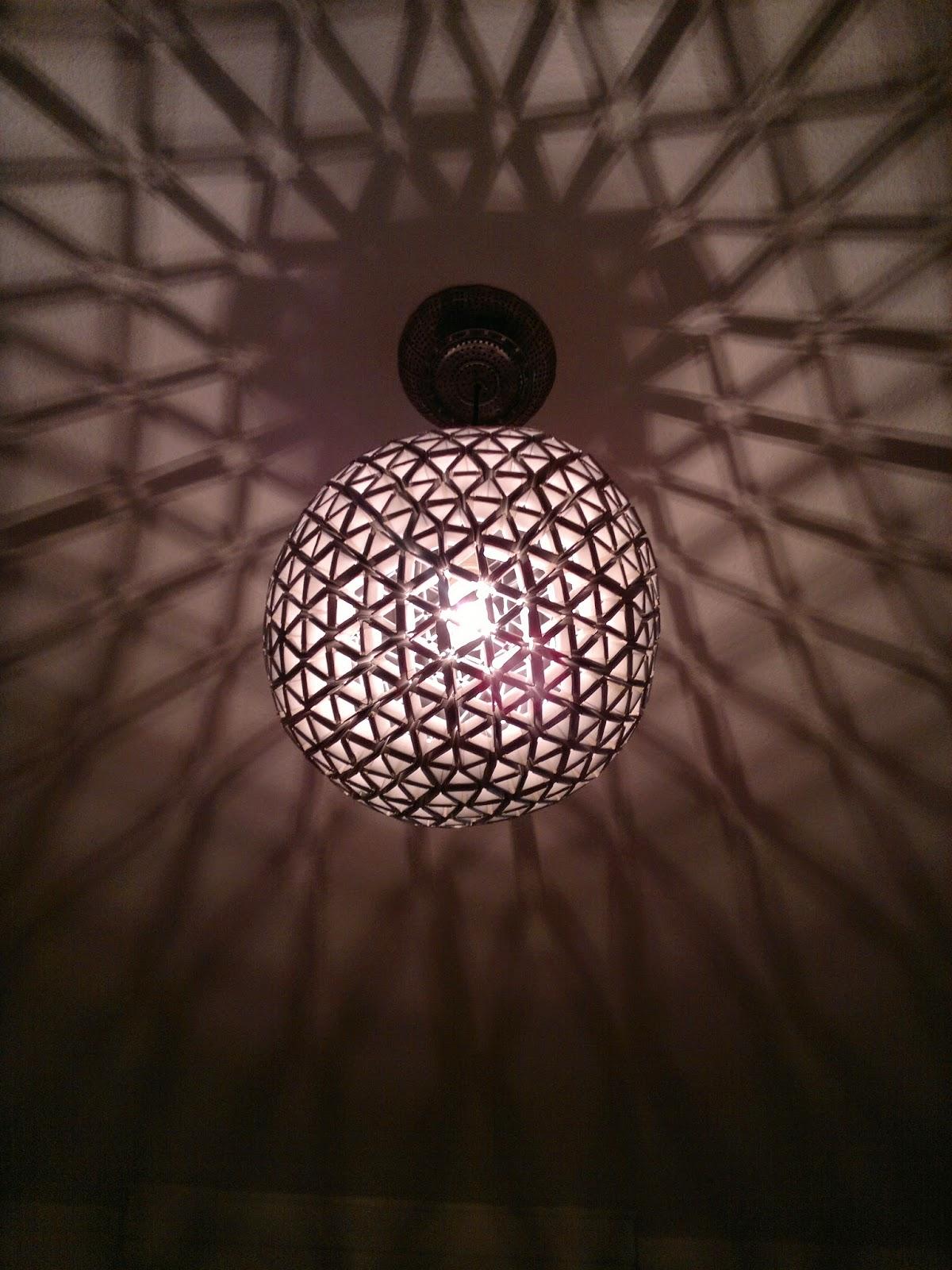 hack o mat glowing sphere die tetra pak lampe. Black Bedroom Furniture Sets. Home Design Ideas