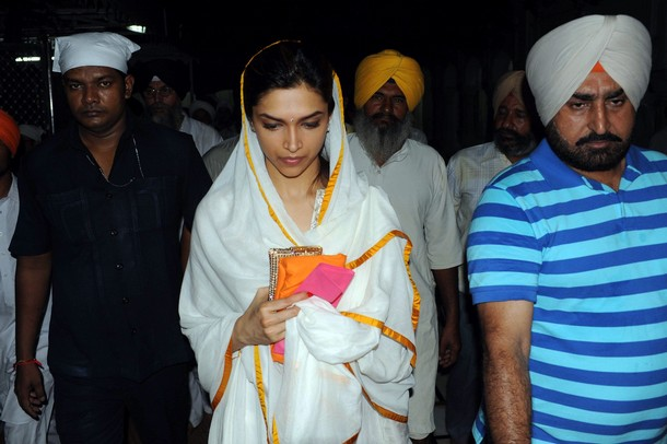 deepika at the golden temple