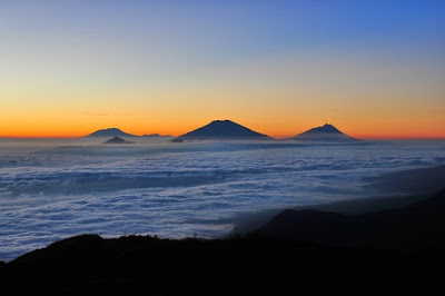 Gunung Prau terletak di dataran tinggi Dieng, Wonosobo, Jawa Tengah