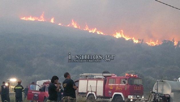 Κόλαση φωτιάς στη Σάμο – Η πυρκαγιά απείλησε σπίτια και βενζινάδικα (βίντεο)