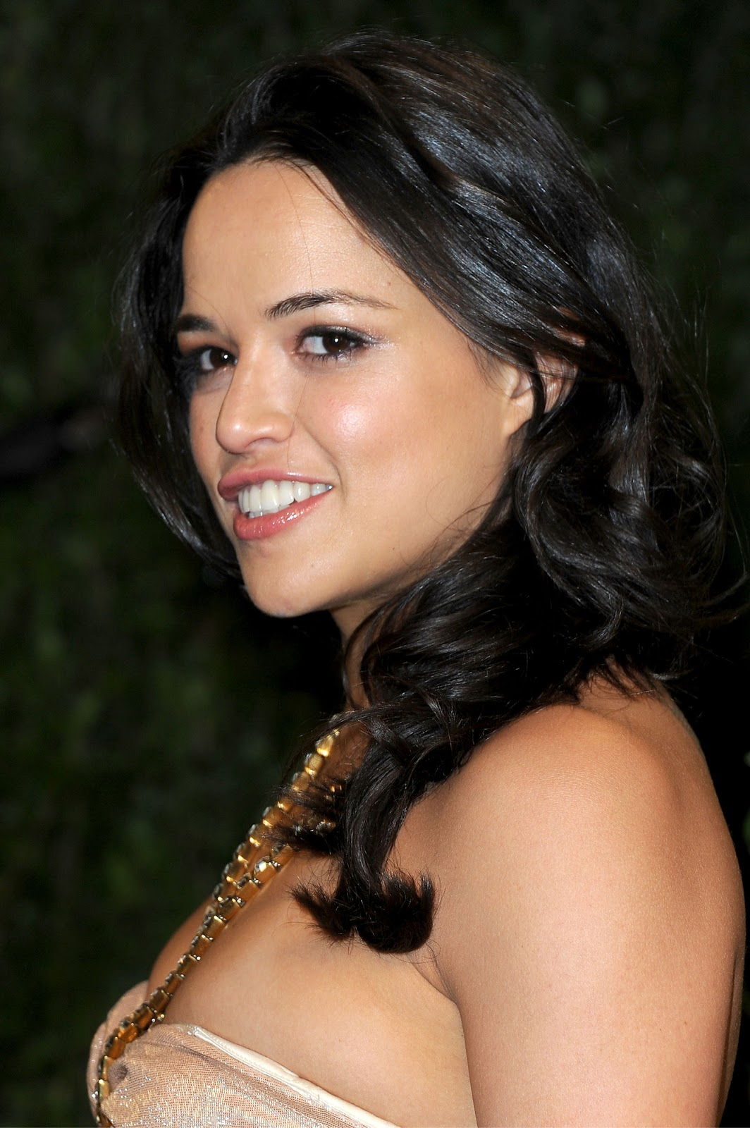http://1.bp.blogspot.com/-XwMmz2wId7I/USymmdRc0jI/AAAAAAABXsI/YUpBKbidvDI/s1600/Michelle_Rodriguez-Vanity_Fair_Oscar_Party-West_Hollywood-2_24_2013-001.jpg