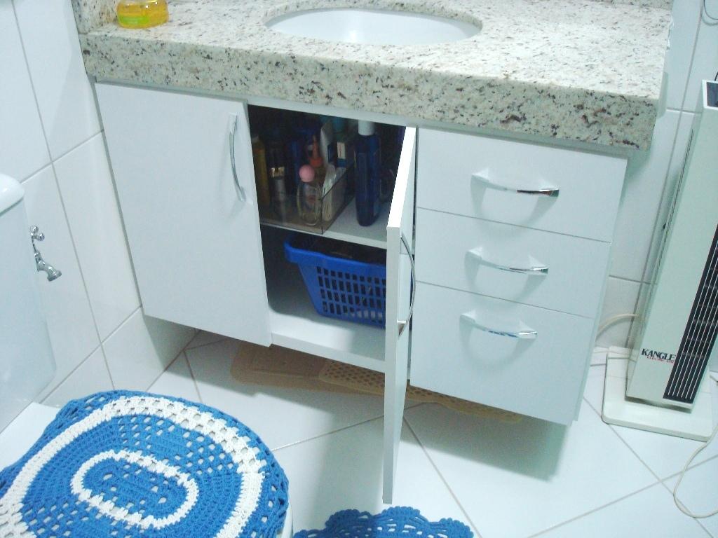 Atelier do Zero: Gabinete de banheiro do apto da vovó #2C6D9F 1024 768