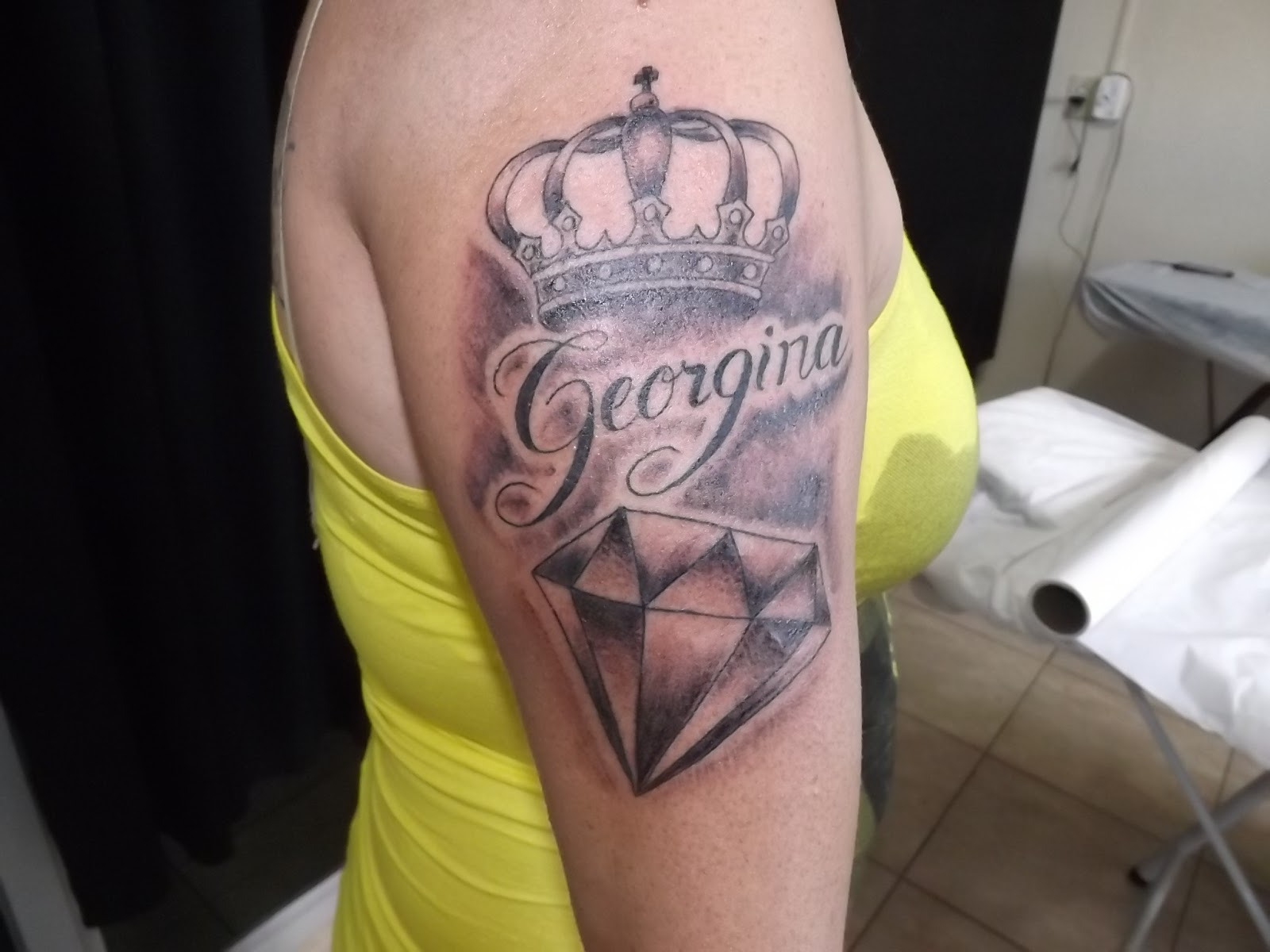 Super Leco's Tattoo: Diamantes com coroas e nomes FZ96