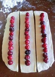 torta con ciliege e crema di panna acida