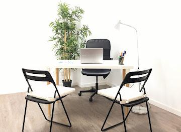 Es necesario concertar cita previa para sesiones individuales o de pareja.