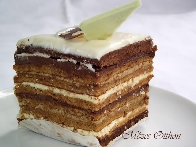 csokoládés-kávés sütemény cukormázzal fotó