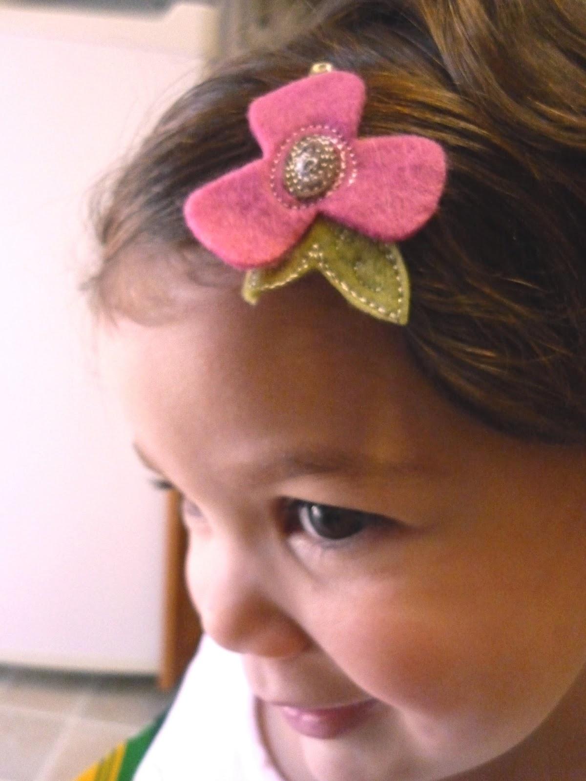 The Handy Dandy Helper: DIY Stitched Felt Hair Clips