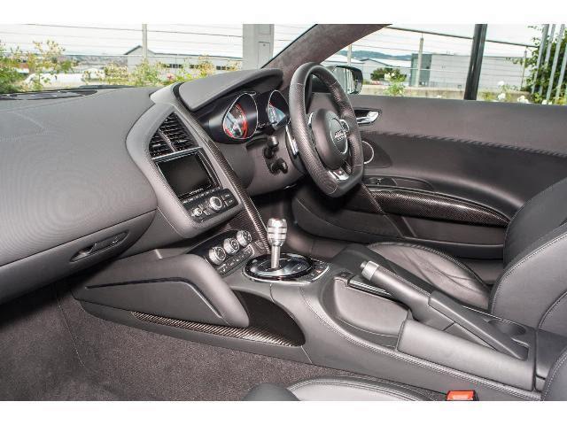 Audi R8 V10 5.2 interior