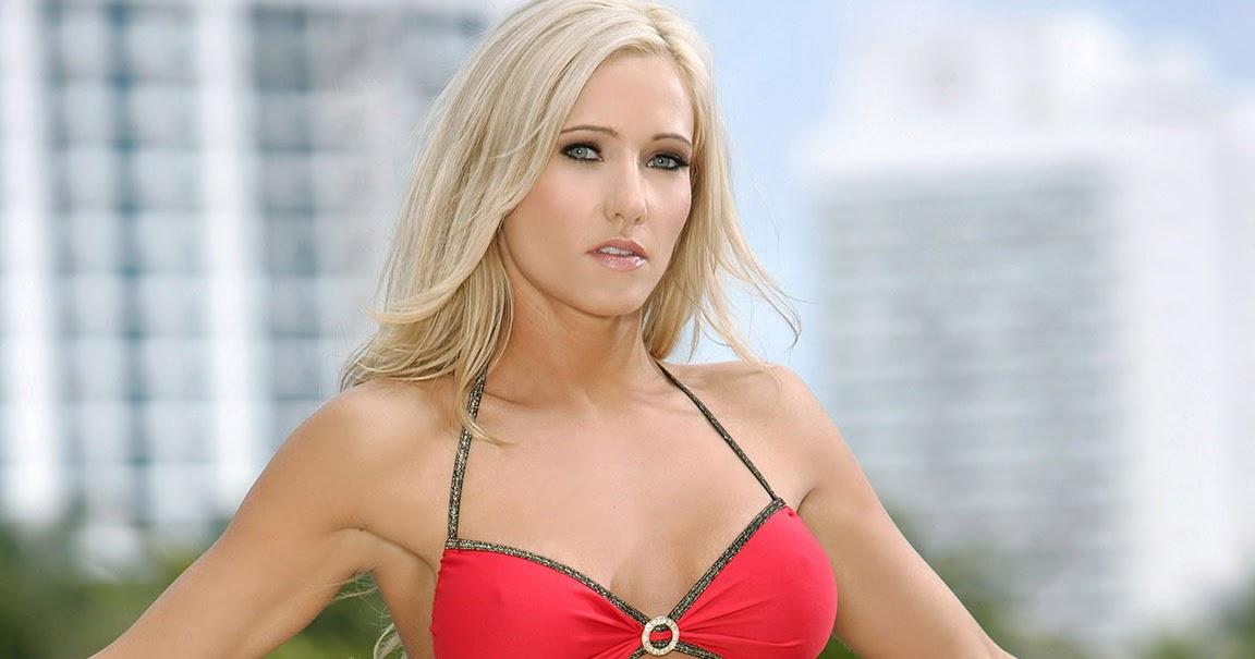 Blonde titties pussy
