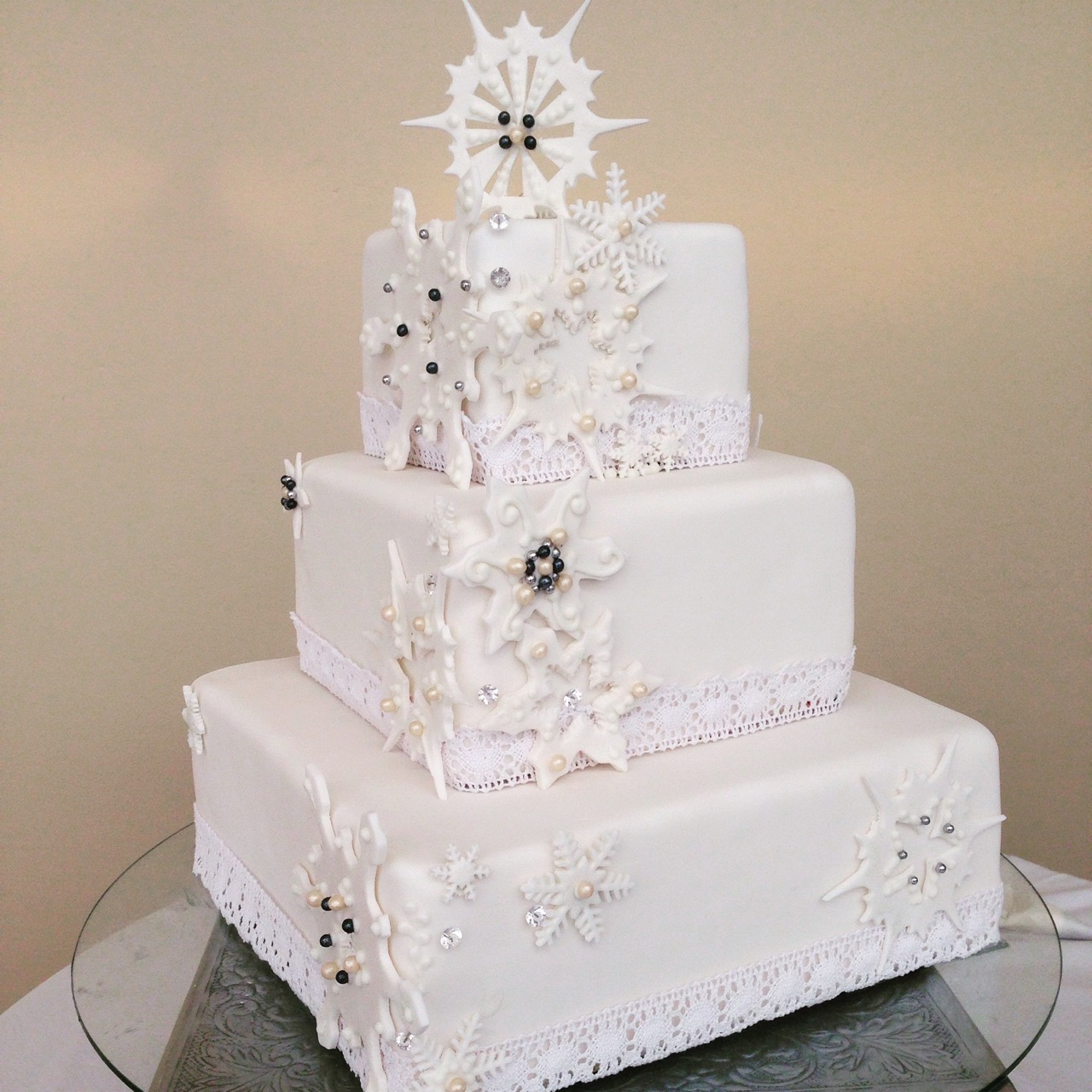 Rozanne\'s Cakes: Winter white wedding cake