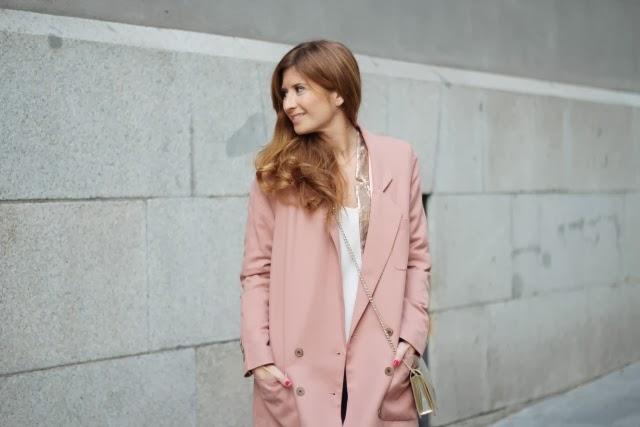 abrigo rosa bdba y zapatos pura lópez