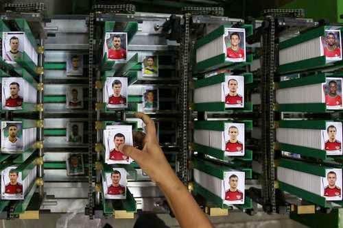 Así se fabrican las figuritas Panini del Mundial de Brasil 2014