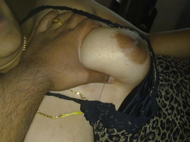 Sexy Indian Bhabhi Nude  Exposing Hot Juicy Boobs indianudesi.com