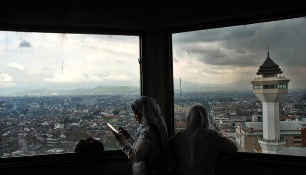 2.000 Masjid di Bandung Salah Arah Kiblat