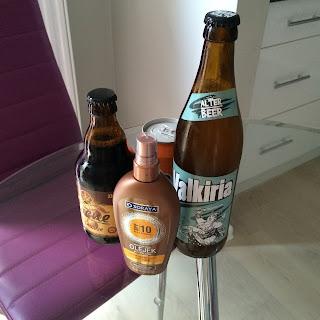 erikoisia olutpulloja, aurinkorasvaa ja limsaa
