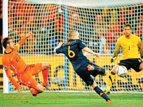 Gol do título da Espanha de Andrés Iniesta, final da copa do mundo 2010