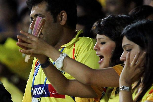 dhoni wife sakshi in ipl actress pics