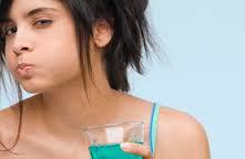 5 TRIK Penggunaan Lain Obat Kumur yg Anda Tidak Tahu
